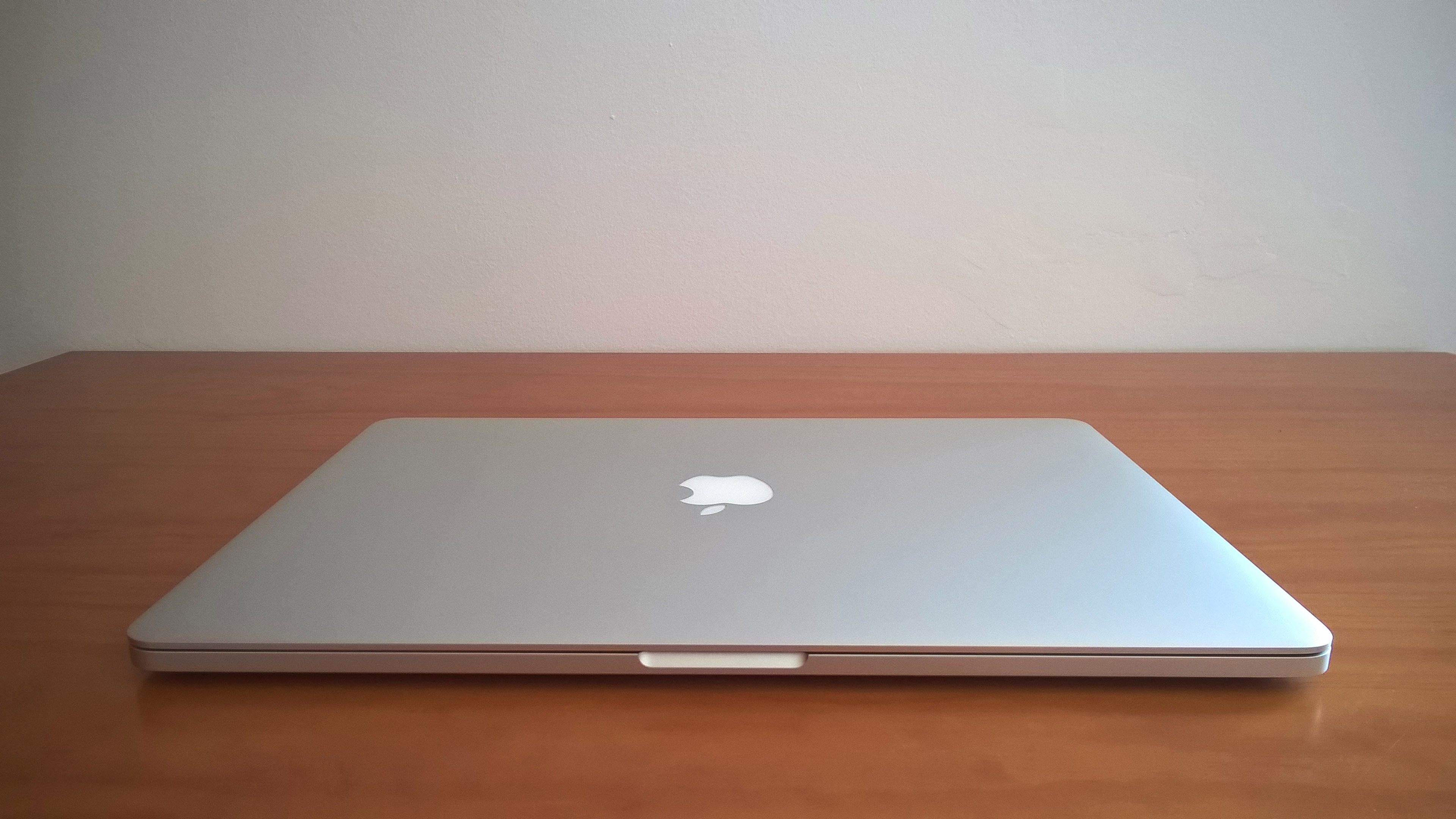 MacBook Pro 15 Retina, I7 quad-core, 16gb RAM, 512gb SSD, 2gb GDDR5